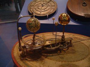 Orrery ( dal nome del conte d'Orrery (1676-1731), un modello meccanico dell'universo newtoniano.