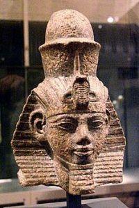 Il faraone Amenofi III, Berlino, Museo Egizio. Incoronazione 1387 a.C. Morte 1348 a.C.,