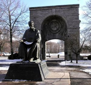 640px-Statue_of_Nikola_Tesla_in_Niagara_Falls_State_Park_adjusted