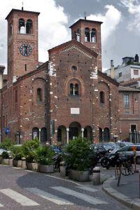 640px-Chiesa_di_San_Sepolcro_a_Milano_facciata_di_tre_quarti
